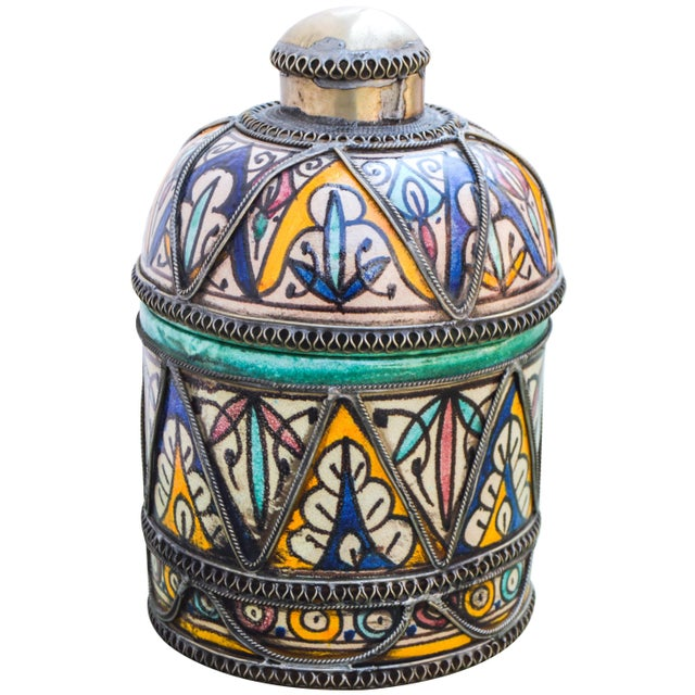 Early 20th Century Andalusian Filigree Ceramic Box For Sale - Image 5 of 13