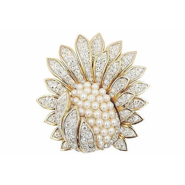 1960s Jomaz Pavé Rhinestone Faux-Pearl Pin For Sale - Image 9 of 9