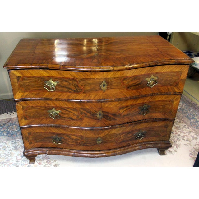 18th Century Italian Chest of Drawers For Sale - Image 4 of 13
