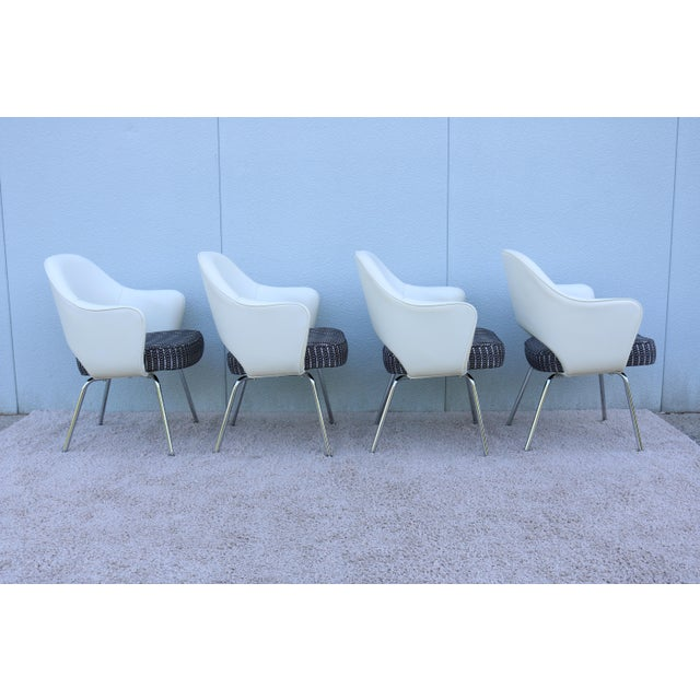 2010s Mid-Century Modern Eero Saarinen for Knoll White Executive Arm Chairs - Set of 4 For Sale - Image 5 of 13