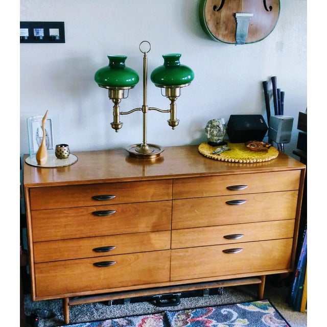 A beautiful piece by designer Barney Flagg for Drexel. This is a PARALLEL Series 8-drawer dresser in original condition,...