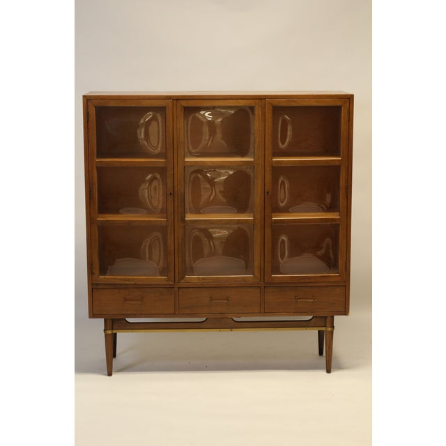 Convex Glass & Walnut Display / China Cabinet For Sale - Image 10 of 10