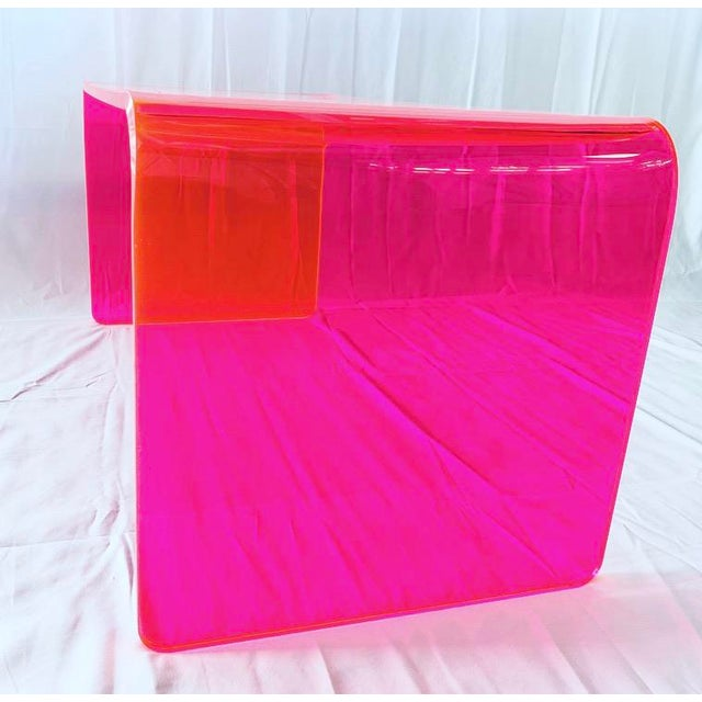 """Memphis Group """"The Long Game"""" Coffee Table in Neon Pink For Sale - Image 4 of 9"""