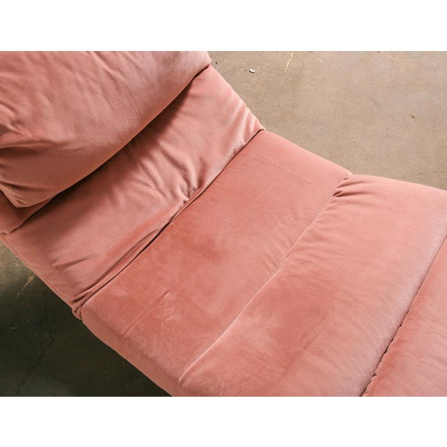 Pink Pink Velvet and Brass Chaise Longue For Sale - Image 8 of 10