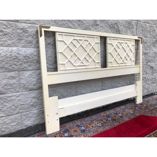 Vintage Thomasville Huntley faux bamboo full/queen headboard. Headboard features wooden Chinese Chippendale style accents...