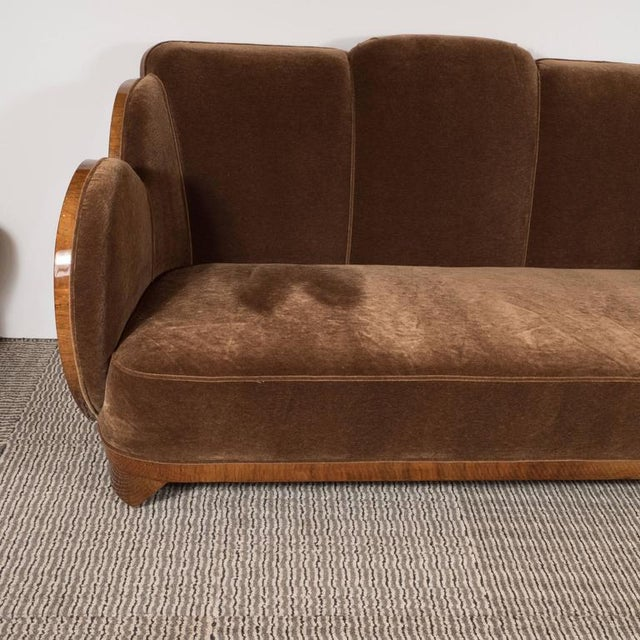 "Art Deco Gorgeous Art Deco ""Cloud"" Series Sofa in Bookmatched Walnut and Chestnut Mohair For Sale - Image 3 of 9"