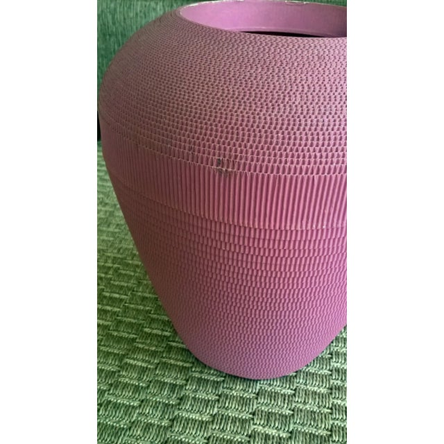 Modern 1980s Flute of Chicago Modern Dusty Rose Corrugated Cardboard Vase For Sale - Image 3 of 6