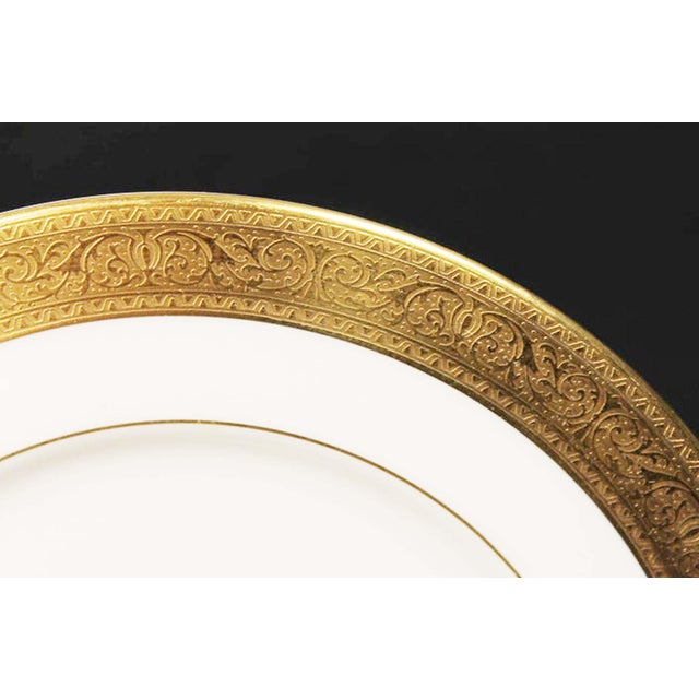 Hollywood Regency Large Lenox Westchester Gold China M139 Presidential Charger Plates - Set of 4 For Sale - Image 3 of 6