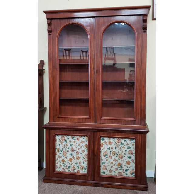 Traditional Victorian Mahogany & Glass Door Cabinet. For Sale - Image 3 of 8