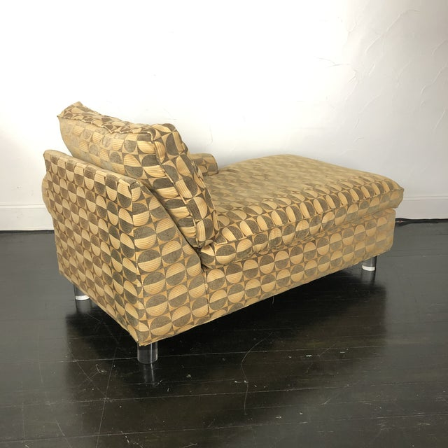 Mid-Century Modern Mid Century Modern Chaise Lounge With Lucite Legs For Sale - Image 3 of 11
