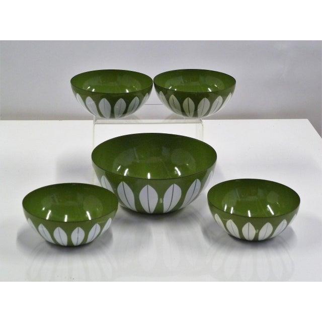 1950s Grete Prytz Kittilesen Set of 5 Scandinavian Modern Serving Bowls by Cathrineholm, Norway For Sale - Image 5 of 7