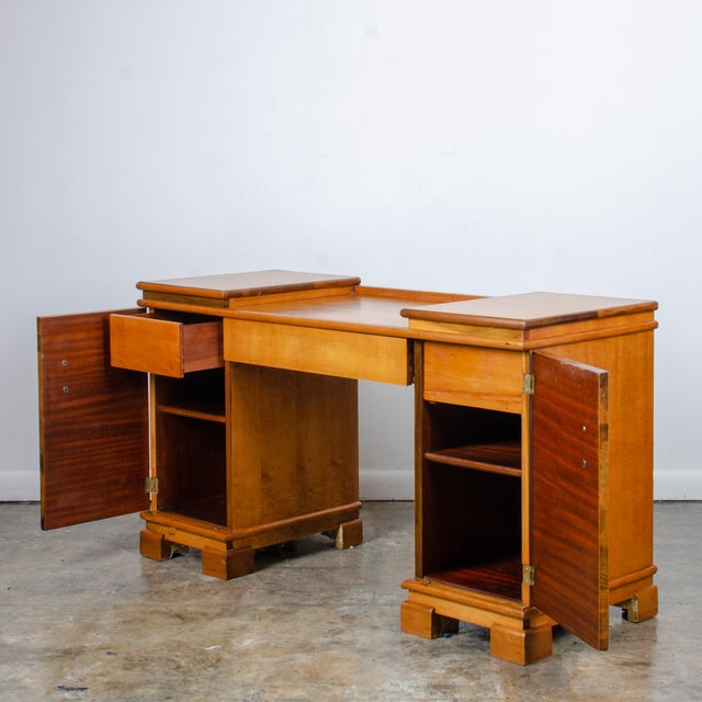 An American Art Deco AMODEC vanity desk by Donald Deskey made in the 1930s. Figured primavera veneer on poplar substrate...