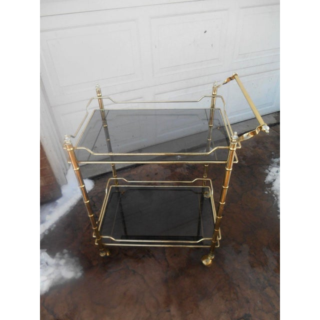 Hollywood Regency Vintage Mid-Century Modern Faux Bamboo Brass Rolling Bar Cart For Sale - Image 3 of 7