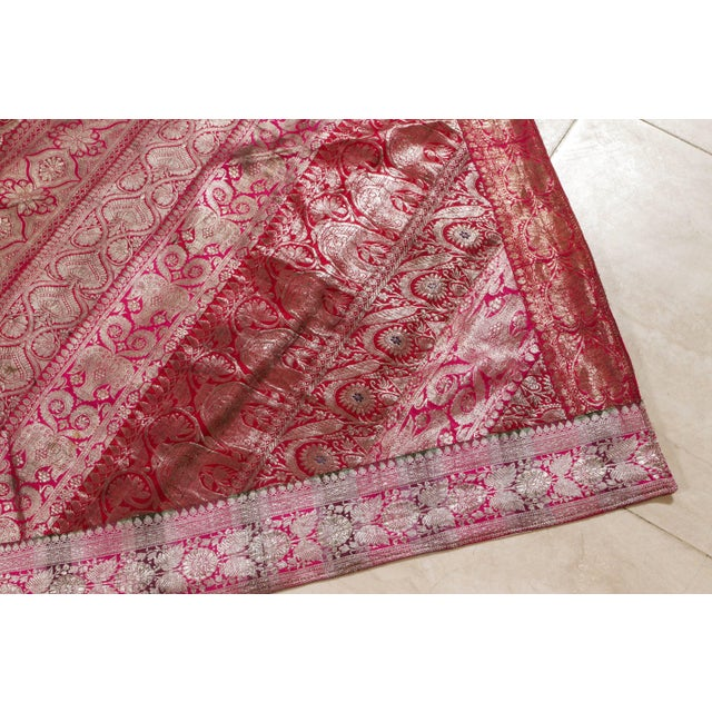 Mid 20th Century Indian Silk Sari Tapestry Quilt Patchwork Bedcover Fuchsia Color For Sale - Image 5 of 10