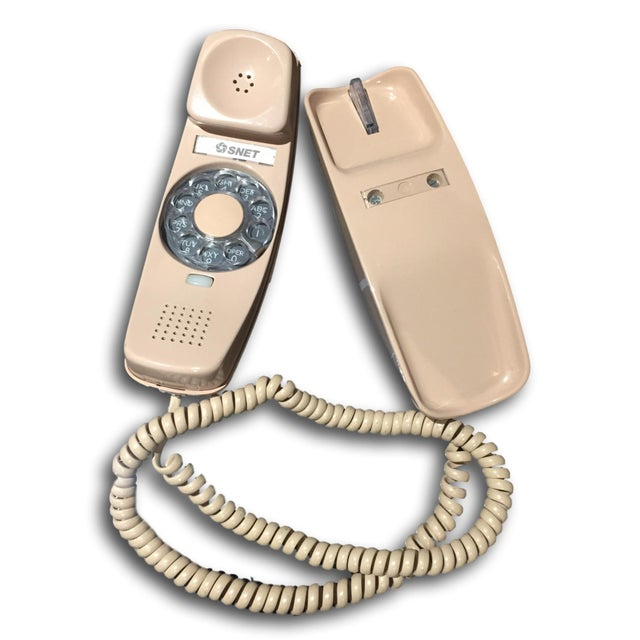 Stylish mid-century blush pink, which is hard to find a color for this style, rotary telephone made in late 1960's in good...