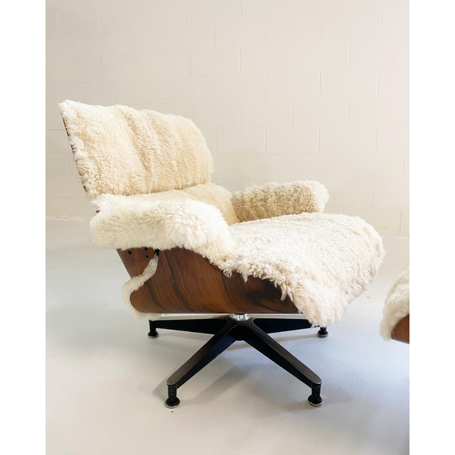 Mid 20th Century Charles and Ray Eames 670 Lounge Chair and 671 Ottoman in California Sheepskin For Sale - Image 5 of 13