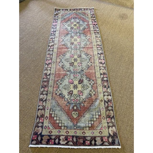 Good accent colors in this vintage Turkish rug. Practical size and a happy vintage rug.