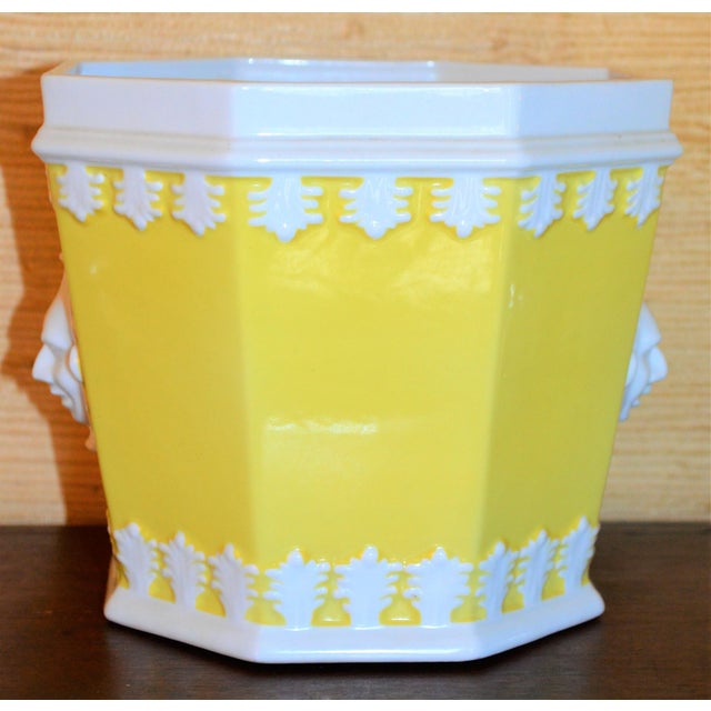 1980s Vintage Mottahedeh Lemon & White Porcelain Cachpot For Sale In Houston - Image 6 of 10