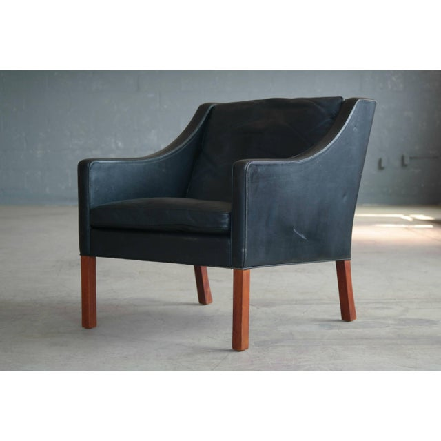 Fredericia Stolefabrik Borge Mogensen Model 2207 Lounge Chair in Black Leather and Teak for Fredericia For Sale - Image 4 of 9