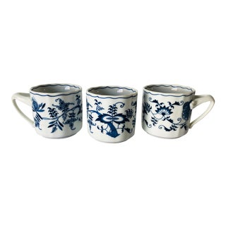Blue Danube Japan Mugs S-3 Blue and White For Sale