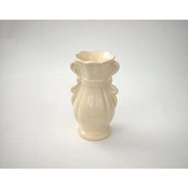 Cream Vase With Ribbon Handles - Image 5 of 9