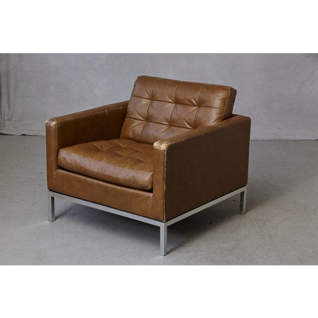 Mid-Century Modern Florence Knoll Tan Leather Button Tufted Lounge Chair, 1970s For Sale - Image 3 of 12