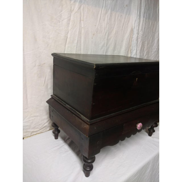 Anglo-Indian 1920s Antique Small Anglo Indian Pettagama Wooden Dowry Chest For Sale - Image 3 of 8