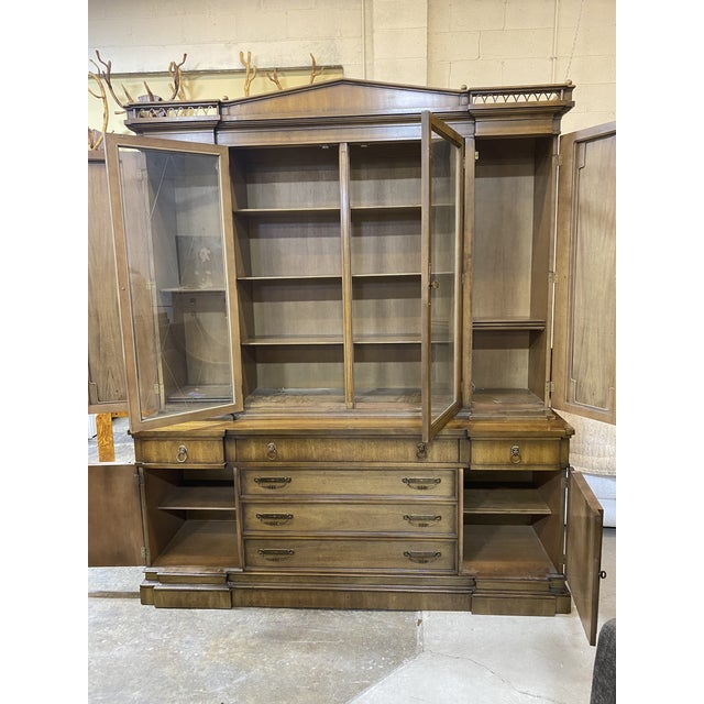 Hollywood Regency Thomasville Neoclassical Wood China Display Cabinet For Sale - Image 3 of 13