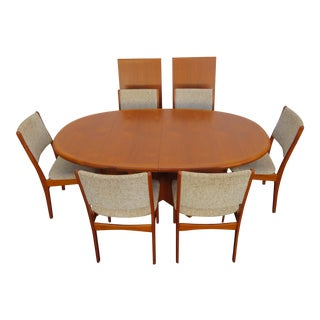 Danish Modern Mid Century Set of Dining Table Six Chairs and Two Leaves 2435 For Sale