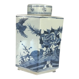 Vintage Blue and White Asian Ginger Jar With Lid For Sale