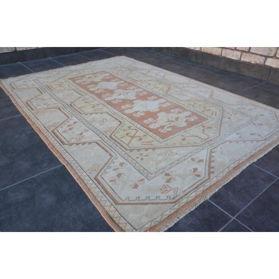 White 1960s Vintage Turkish Hand-Knotted Rug - 4′1″ × 5′11″ For Sale - Image 8 of 10
