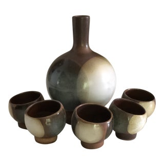 Vintage Mid-Century Robert Maxwell Sake Liquor Decanter Cups Stoneware - Set of 6 For Sale