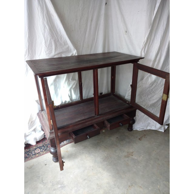 Traditional 1930s Traditional Plantation Rosewood Glass Display Cabinet For Sale - Image 3 of 9