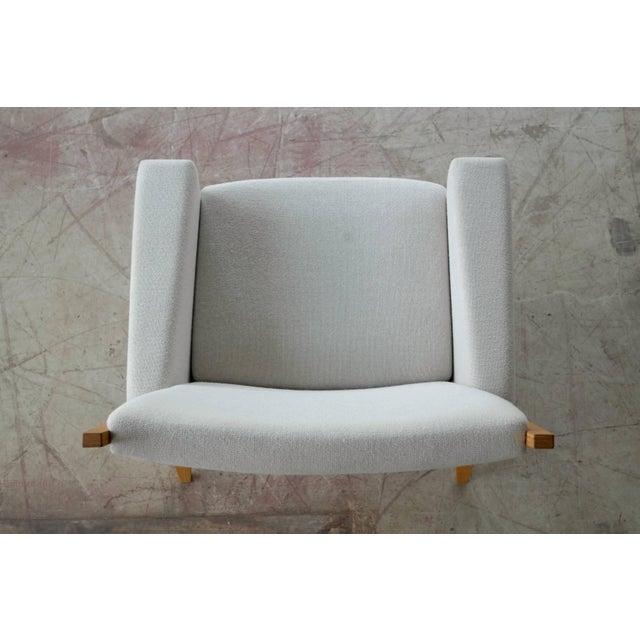 Danish Modern Danish Lounge Chair Model 501 by Hans WEgner for Getama For Sale - Image 3 of 7