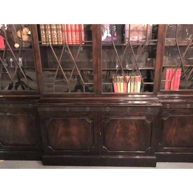 Georgian Style Baker Furniture Company Breakfront Bookcase Cupboard - Image 4 of 8