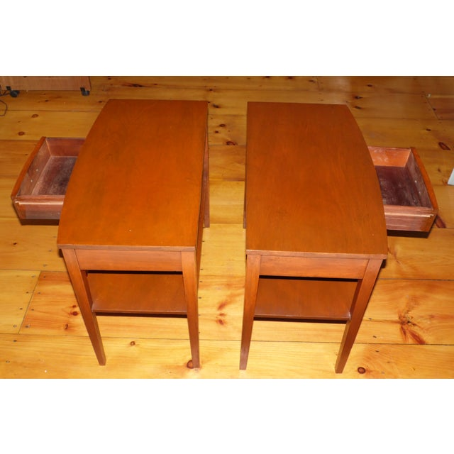 Mersman Vintage Pair Traditional Federal Mahogany End Tables Nightstands Mersman Tables For Sale - Image 4 of 13
