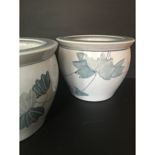 1960s Pair of Chinese Blue & White Ceramic Leaf Planters For Sale - Image 5 of 13