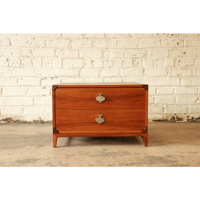 Selling a stunning MCM square end table by Brown Saltman. The table is made from walnut with two smooth sliding drawers...