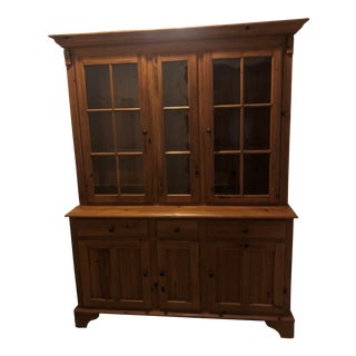 Ethan Allen Farmhouse Pine Sideboard and Hutch For Sale