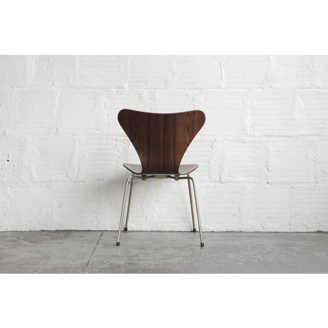 Set of Series 7 Arne Jacobsen Dining Chairs - Image 7 of 8