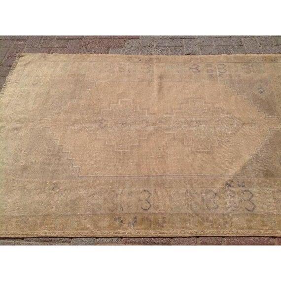 "Vintage Anatolian Rug - 3'11"" x 5'10"" For Sale - Image 4 of 6"