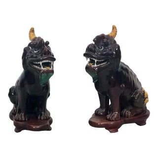 Early 18th Century Chinese Kangxi Pixiu Porcelain Sculptures - a Pair For Sale