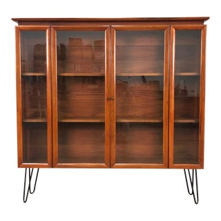 Young Manufacturing Mid-Century Modern Display Case With Hairpin Legs