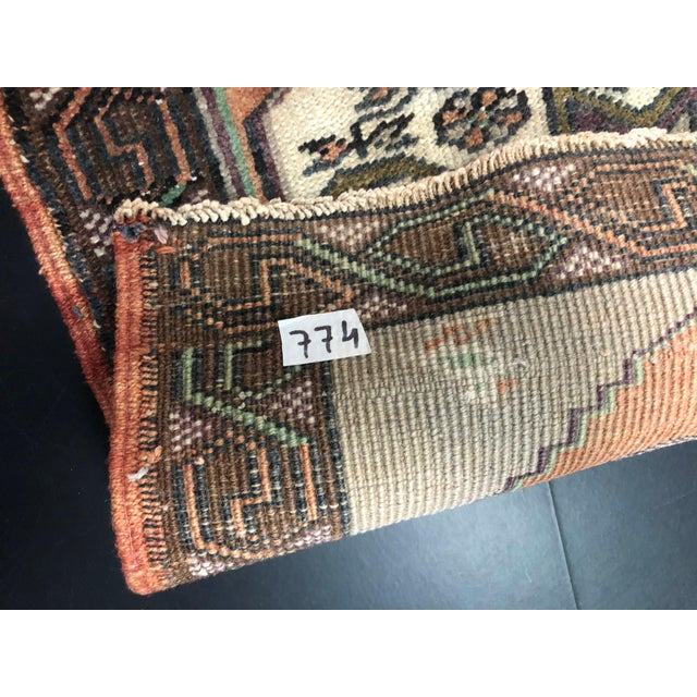 1960s Vintage Turkish Handmade Gray and Beige Small Rug For Sale - Image 5 of 6