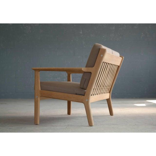 Mid-Century Modern Hans Wegner Loveseat or Settee Model GE-265 for GETAMA, Denmark For Sale - Image 3 of 9