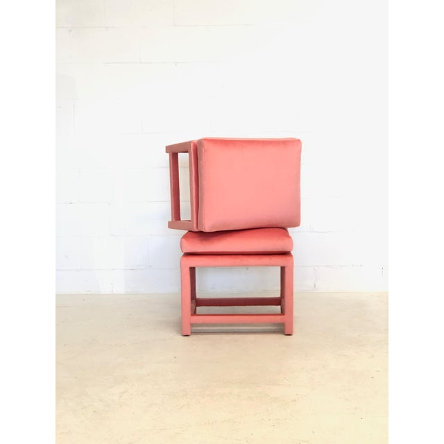 Hollywood Regency A Pair of Newly Upholstered Pink Velvet Parsons Stools For Sale - Image 3 of 6