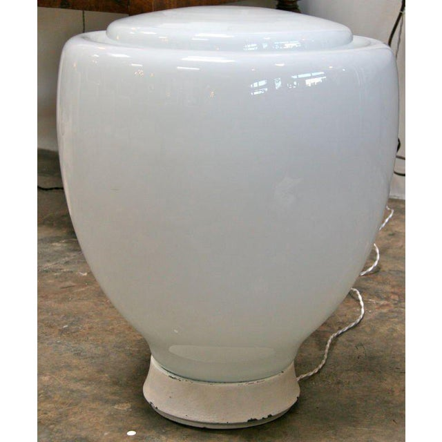 Traditional Claudio Salocchi Milk Glass Table Lamp For Sale - Image 3 of 8