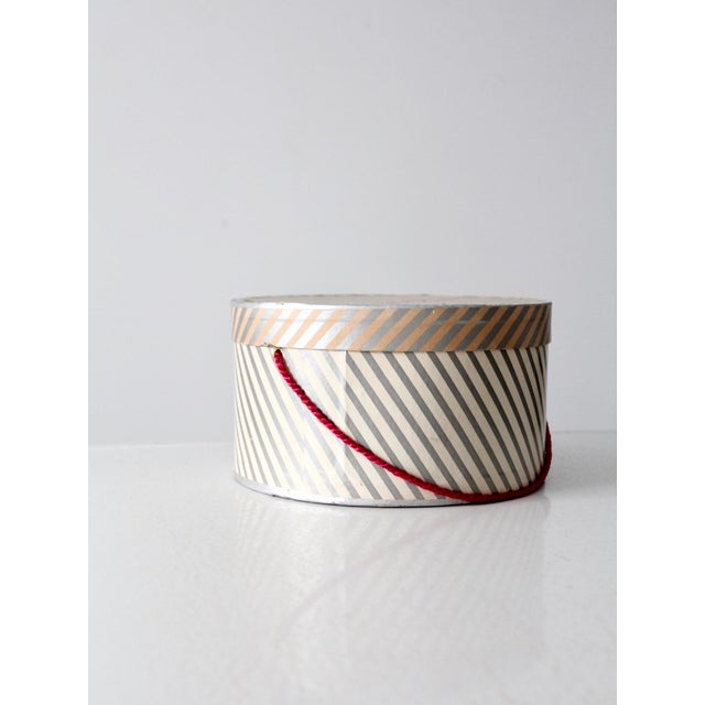Vintage Berger's Hat Box For Sale - Image 9 of 11