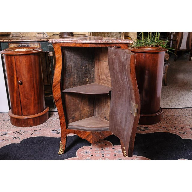Antique French walnut corner cabinet. For Sale - Image 4 of 7