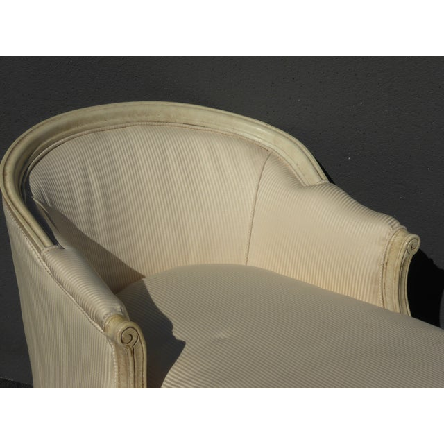 Fabric 1970s Vintage French Provincial Style White Chaise Lounger Settee For Sale - Image 7 of 12